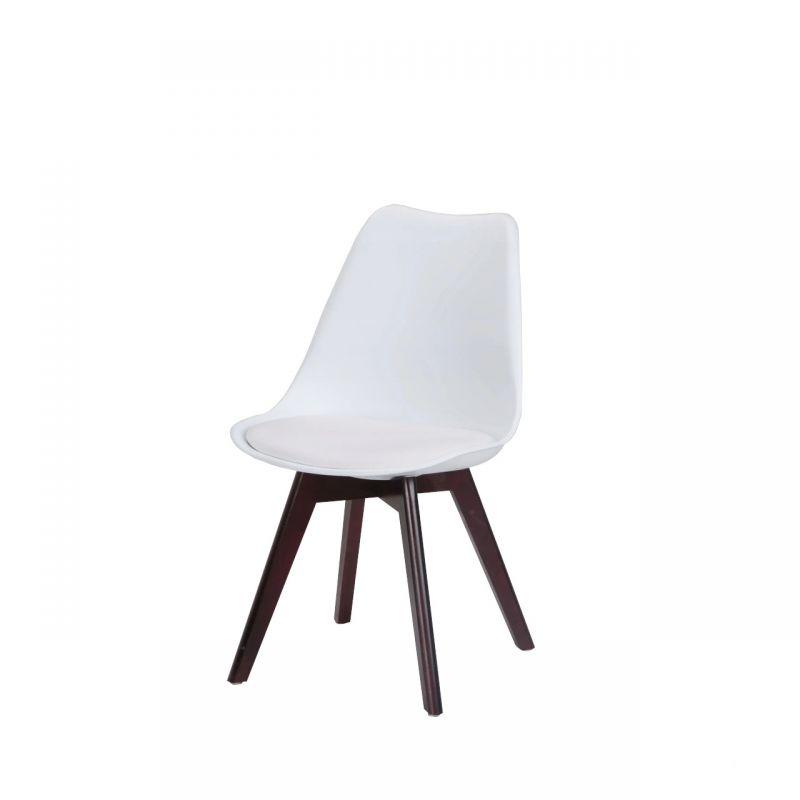 Krzesło białe z drewnianymi nogami tapicerowane