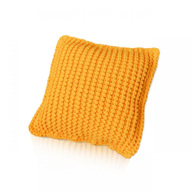 Żółta poduszka dziergana na drutach ręcznie robiona