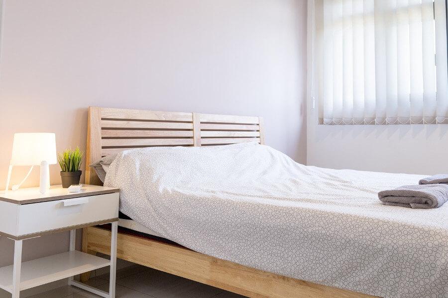 Łóżko drewniane minimalistyczne