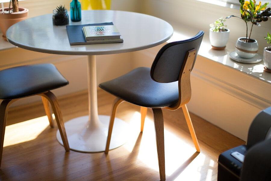 Stylowa odsłona czarnych krzeseł