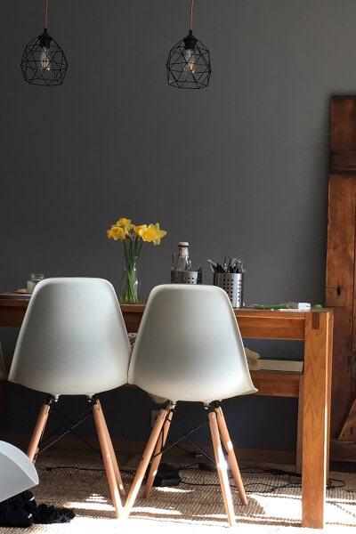 Skandynawska jadalnia - krzesła skandynawskie i stół
