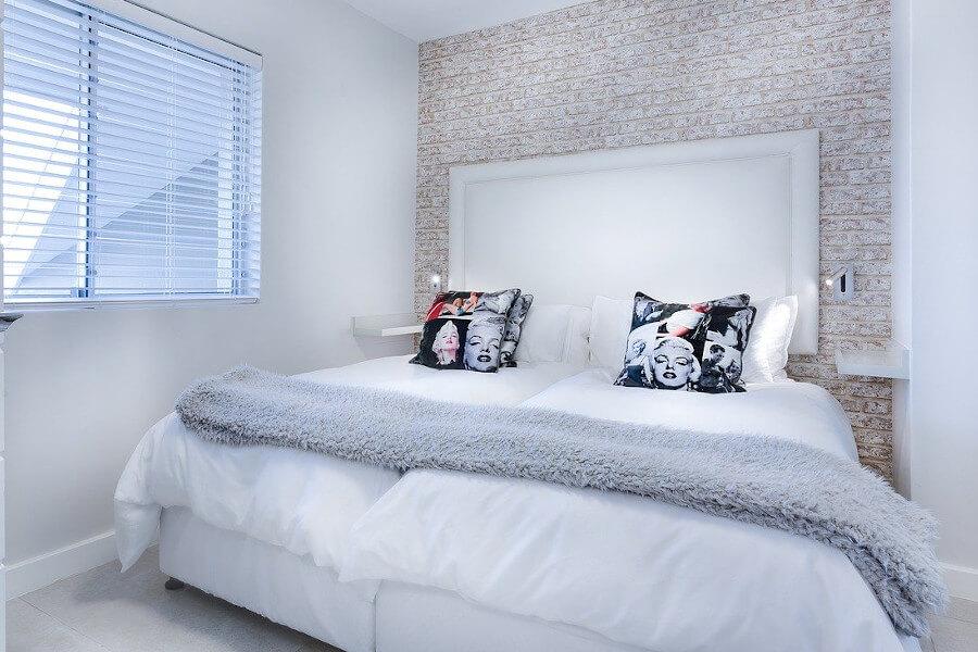 Mała sypialnia w bloku - gdzie ustawić łóżko w sypialni