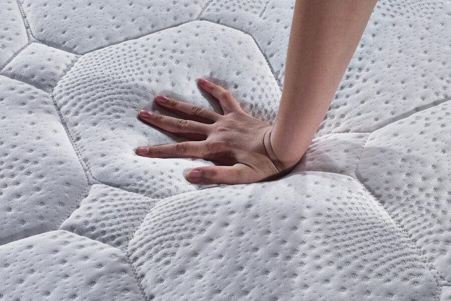 Jak określić twardość materaca