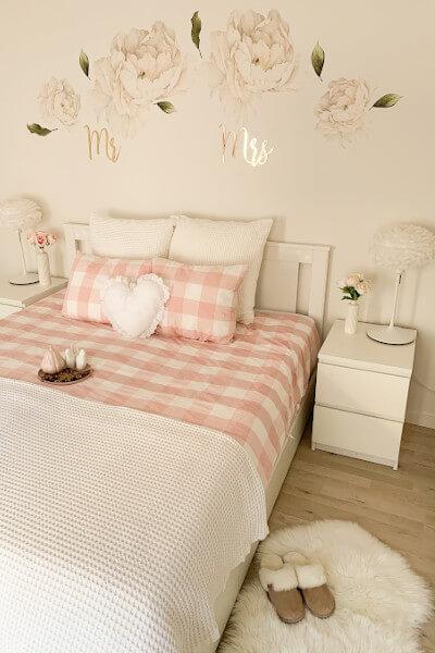 Przytulna mała sypialnia w bloku